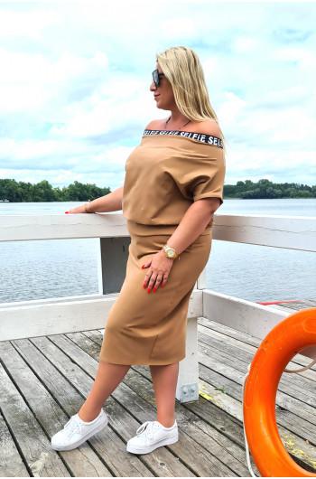 Camelowa dresowa bluzka Plus Size z ozdobną gumą na ramiona Y-18