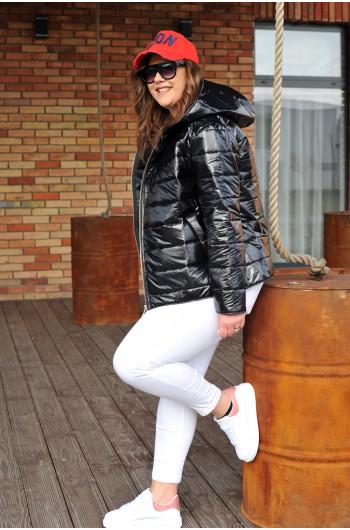 Krótka pikowana kurtka z kapturem modna lekka czarna k-02