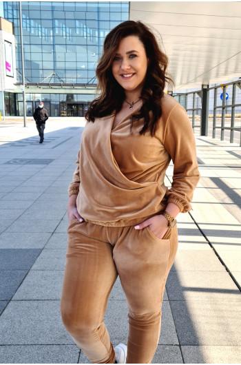 Camelowy welurowy dres D-11 wyjatkowy